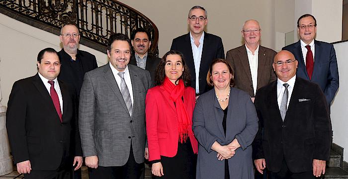 Staatssekretärin Theresa Schopper (4.v.r.) mit den Mitgliedern des Rats für die Angelegenheiten der deutschen Sinti und Roma anlässlich der vierten Sitzung am 23. Februar 2017 in der Villa Reitzenstein in Stuttgart